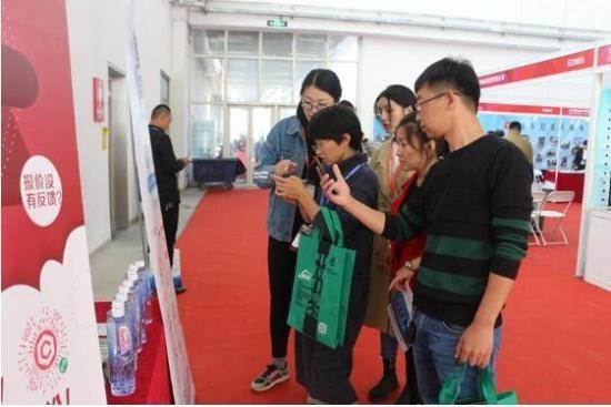 """棋牌游戏-建材报价王""""小程序火爆城市建设博览会,首日注册人数超过千余人"""